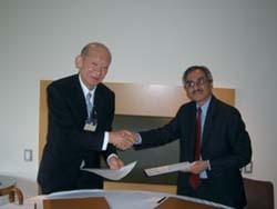株式会社東京証券取引所とインド・ナショナル証券取引所の覚書締結のようすイメージ