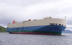 自動車運搬船「クーガーエース」