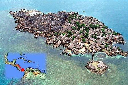 Metro.co.ukによる島のありさまに世界地図上のSoledad Miriaを重ねてみる。左側半分が吹き飛んでいるのが分かる。
