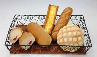 「メロンパン(発酵バター入り)」「いちごジャム&マーガリン」「練乳クリームフランス」「たっぷりコーンマヨスティック」