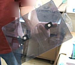 コンビニ配備の携帯用小盾イメージ