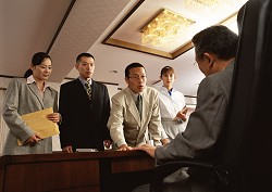経営陣と社員イメージ