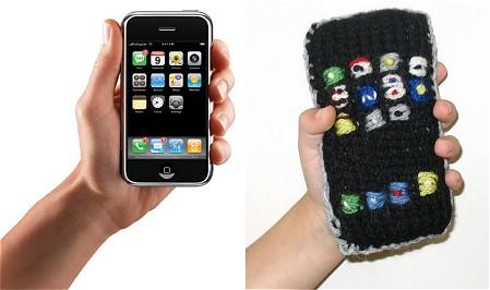 本物のiPhone(左)と編み物iPhone(右)