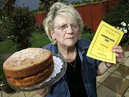 Jenny Brown嬢と彼女手製のビクトリアスポンジケーキ(Victoria sponge)