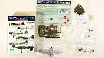 組み立てモデルの形で提供される「ウイングキットコレクション」。各部品はすでに塗装済み。機体1セット分と説明書、ガム1粒が同梱。
