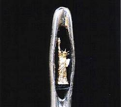 針の穴の中の「自由の女神」