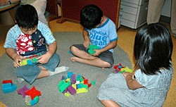 「デルブロ」で子どもたちが遊んでいるようす。