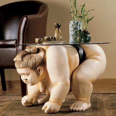 「Basho The Sumo Wrestler Table」。直訳すると「場所……相撲取りのテーブル」。何かが間違ってる。