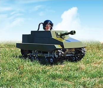 一人用模擬戦車「Paintball Panzer(ペイントボール戦車)」。まるでアメコミに出てきそうなスタイル。嬉しそうな戦車兵の顔が印象的。