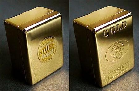 左側がセガの「ゴールド麻雀牌「至高」(金メッキ牌)」、右側が市川屋の「ゴールド牌M18」。えーと……