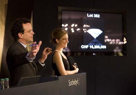 18億円のダイヤモンドの落札風景