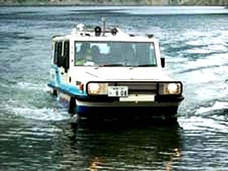 装備される水陸両用タクシー。
