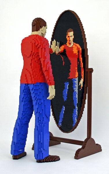 彼の作品から三点ほど。ドット絵のような独特の外観が独自の圧倒感を見た者に与える。