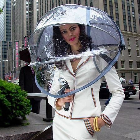 Nubrella使用中のようす。いや、そんなに誇らしげにならなくとも。