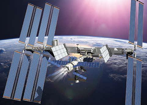 荷物がISSに運び込まれたあとは、何度かブースターを使いISSの軌道修正に用いられる。