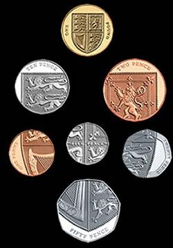 それぞれの硬貨(上)と、紋章の形に再配置したもの(下)。