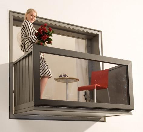 BloomFrame。収納可能なバルコニー。逆にいえばトランスフォームする窓枠。