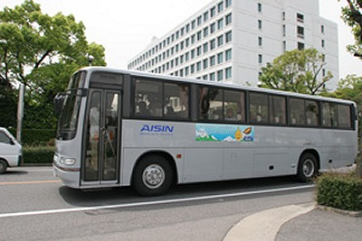 バイオディーゼル100%燃料で走るアイシン精機のバス