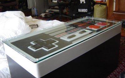 ニンテンドーコントローラーコーヒーテーブル。普段はガラスを上に載せてコーヒーテーブルとして使用。