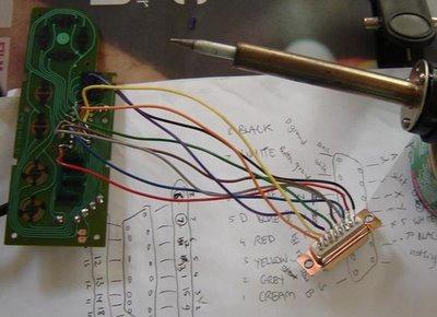 信号伝達部分はオリジナルのコントローラーの基盤を利用。