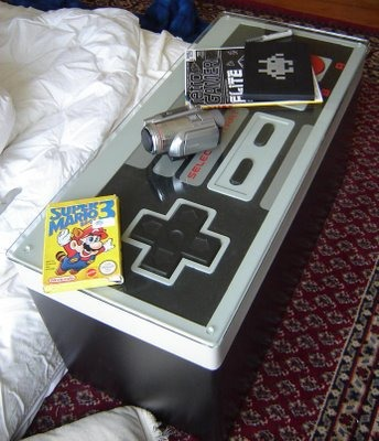 はい、出来ました! 普段はおしゃれなテーブルとして利用、フタをあければゲームソフト入れ、そしてゲームをプレイしたくなったら……。