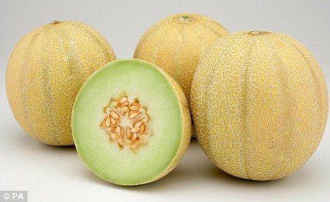 元記事のキャプションにいわく「Confusing fruit(混乱させられる果物)……見た目はメロンで味はレモンのよう」。