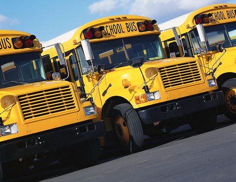 スクールバスの運行にもガソリンが使われる。そしてそのガソリン高騰で……