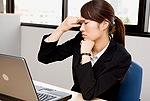 パソコンによる疲れ目イメージ