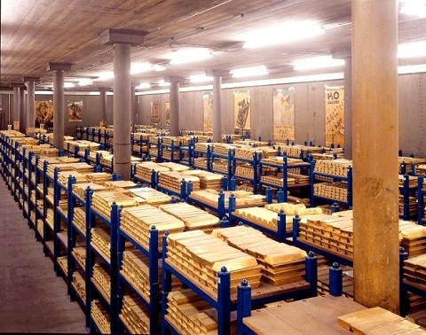 イギリス中央銀行の地下に眠る大量の純金インゴット