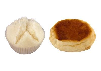 左:国産米粉の酒蒸しパン(こしあん)、右:国産米粉のじゃがいもカレーパン
