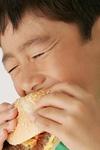 ハンバーガーと子どもイメージ