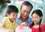 家族の協力で貯金イメージ