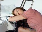 自動車で寝不足イメージ