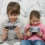携帯ゲーム機で英会話学習イメージ