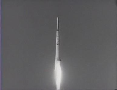 試しに、上記の世界大恐慌を伝える動画と、宇宙開発競争時代のようすを伝える動画を貼り付けてみた。