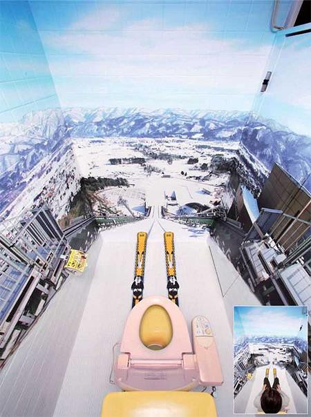 便座に座るとそのままスキージャンプの体制を体感できるトイレ