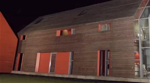 Ross Russell氏の家。一見すると普通の納屋的な家なのだが。