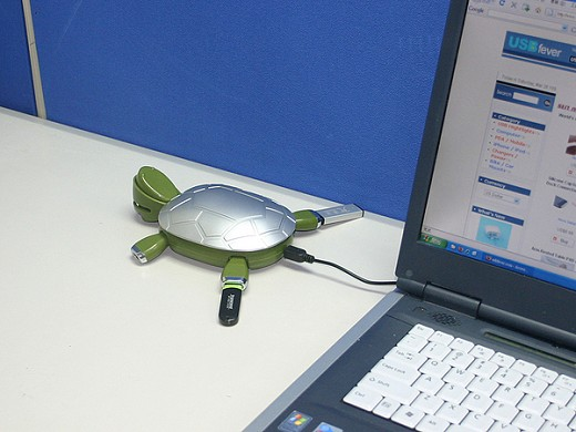 Turtle-Look USB 2.0 Hub with a Tray