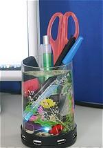 ペン入れ+ミニ水族館付きのUSBハブイメージ