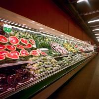 外側沿いに設置されている生鮮食品の棚イメージ