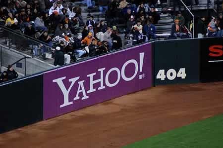 アメリカのカリフォルニア州サンフランシスコにある、AT&Tパークという野球場。「404」は「ホームベースからこの位置まで404フィート(約123メートル)」を意味しているのだが、たまたまその横にヤフーの広告が入ったため、色々と想像してしまうことに。