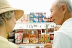 100円ショップと高齢者イメージ