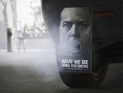 自動車の排気口部分に取り付けるだけで……
