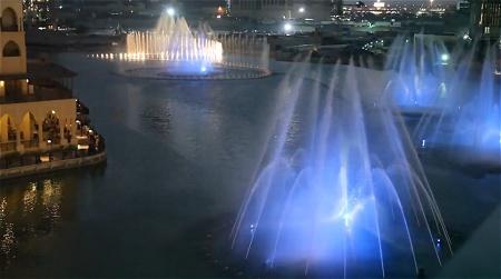 ドバイの「踊る噴水」。