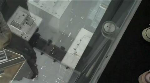シアーズタワーに新たに設けられた特別バルコニー「スカイデッキ」。
