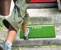 「最後の一歩!(FINISHI)」な玄関マットイメージ