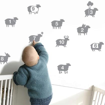 公式サイトでは「子供部屋用」とある、羊さんのステッカー。寝室に使うとすぐに眠れそう