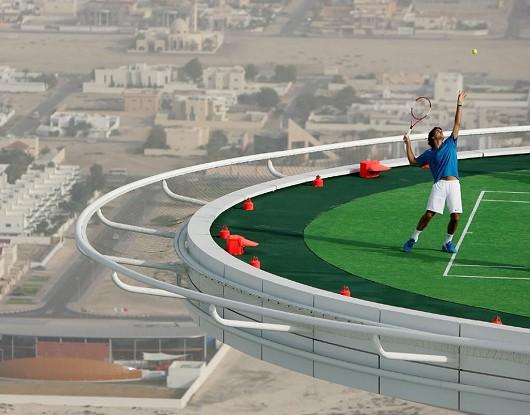 「バージュ・アル・アラブ・ホテル」ご自慢のテニスコート
