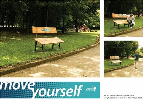 斜めの椅子に「歩きましょう」