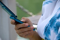 携帯でデジタルコンテンツ購入イメージ